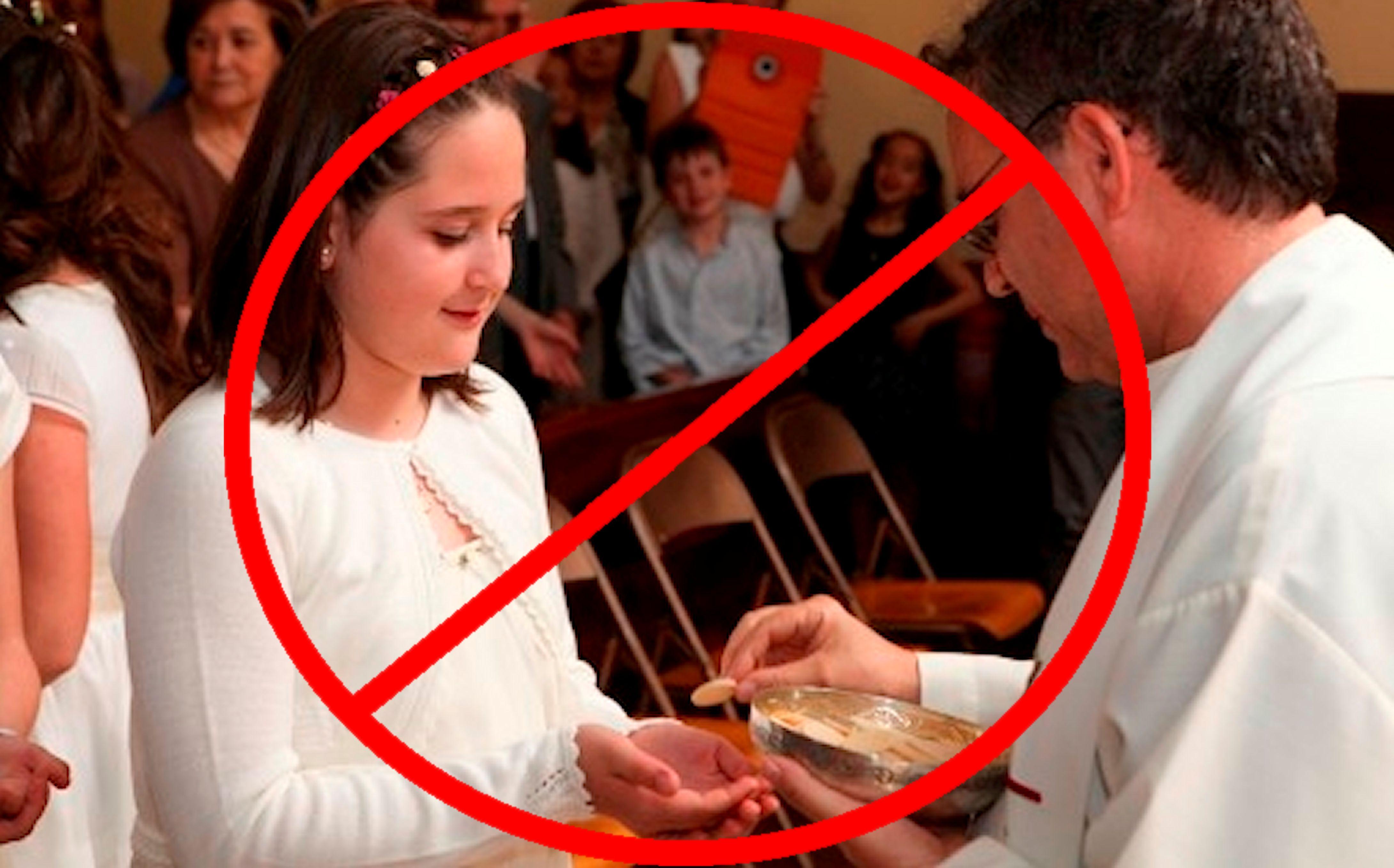 Jesús Está En El Suelo: No Recibas La Eucaristía En La Mano